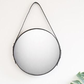 rundt spejl med læderrem Rundt spejl| læder | Køb den i vores butik rundt spejl med læderrem